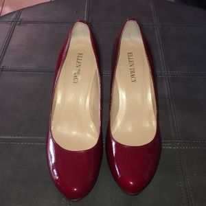 ELLEN TRACY- RED PATENT LEATHER PUMPS